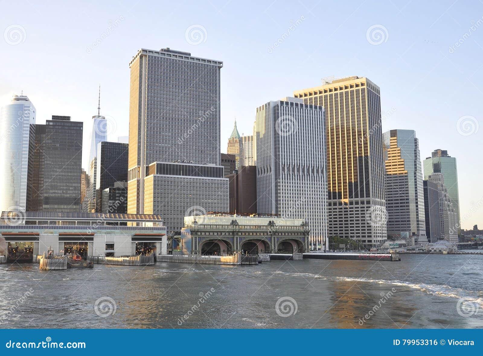 Miasto Nowy Jork, Sierpień 3rd: Staten Island promu Terminal od niskiego Manhattan w Miasto Nowy Jork