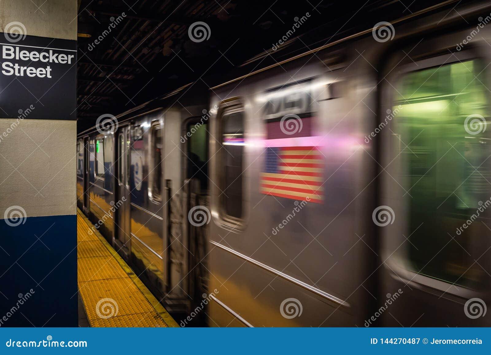 Miasto Nowy Jork, usa - LUTY 23, 2018: Stacja metra w Bleecker ulicy stacji w NYC