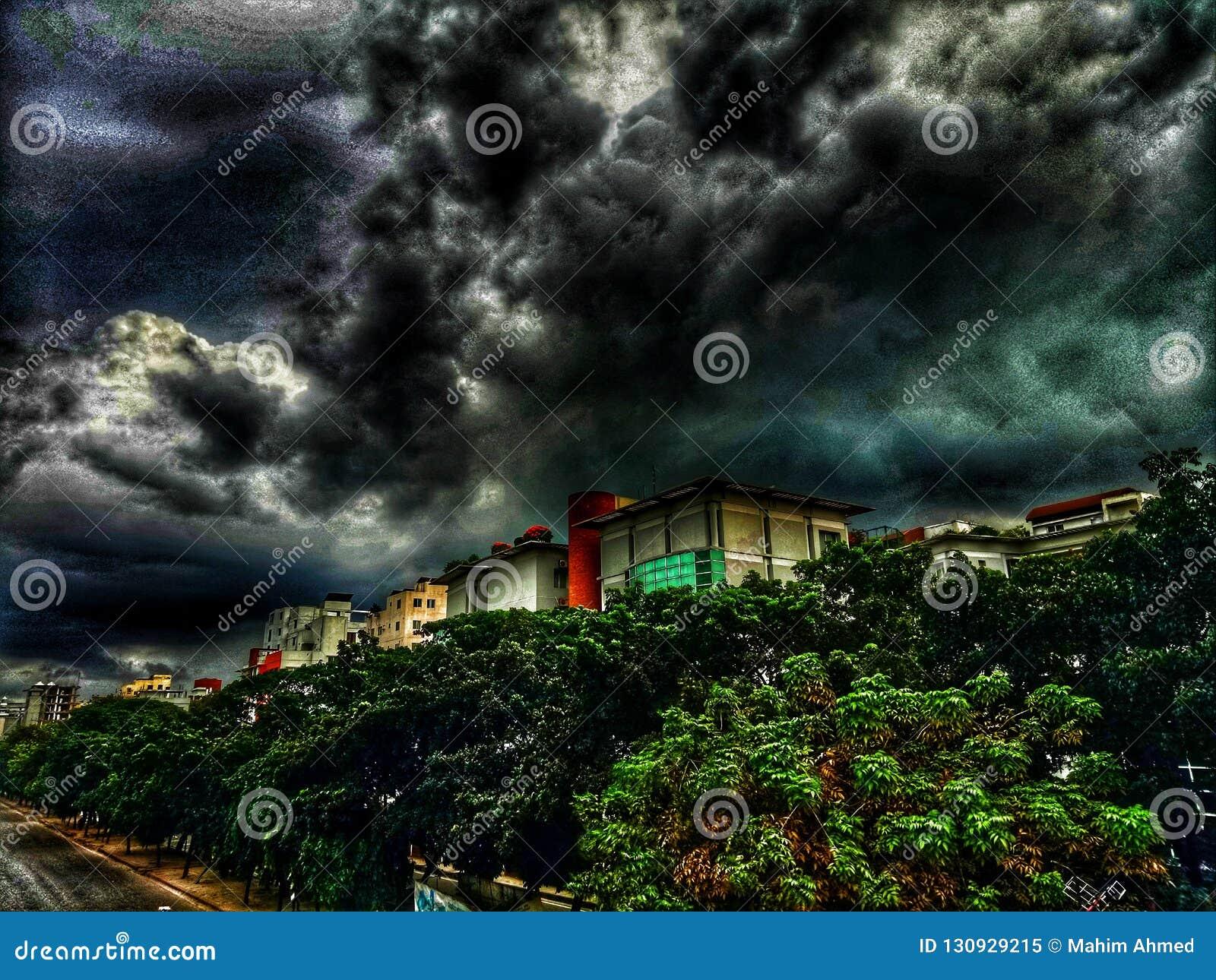 Miasto pod chmurami