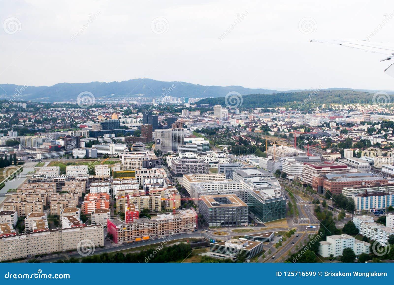 Miasto widoki od kątów, budynki, budynki, domy, rzeki i ulicy wysokości,