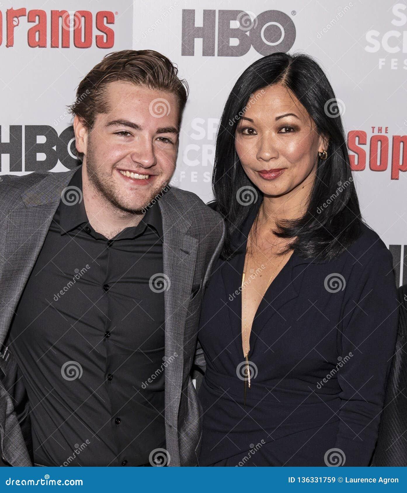 Michael Gandolfini & Deborah Lin na reunião dos sopranos