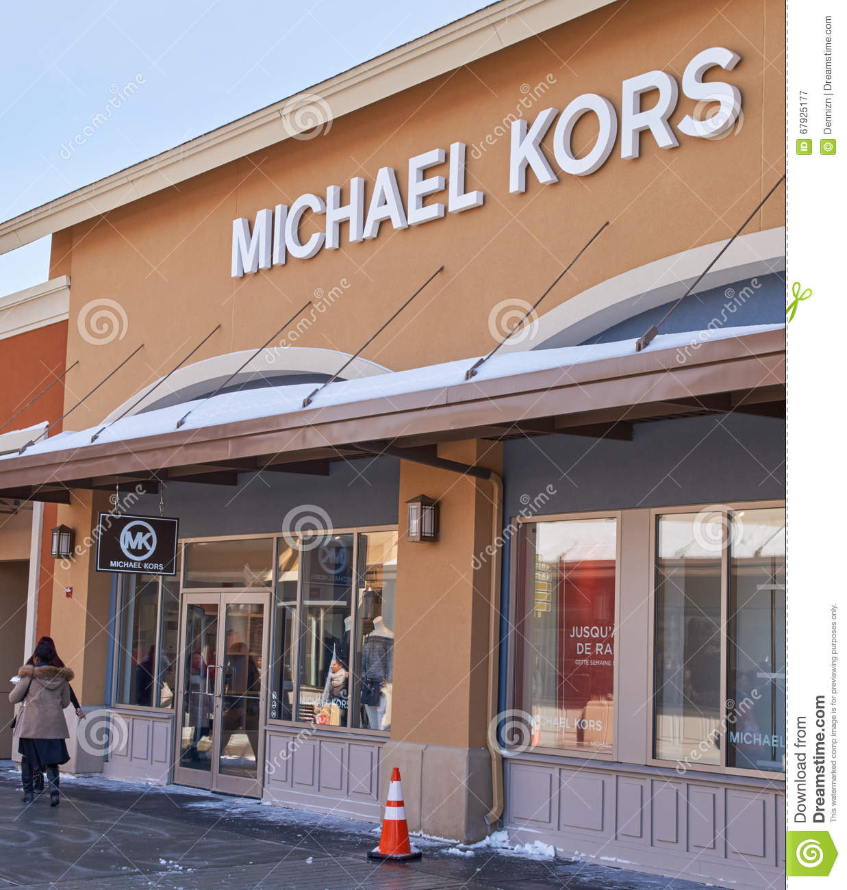 Michael Kors is a world-renowned, award-winning designer of luxury accessories and ready-to-wear. His namesake company, established in , currently produces a range of products under his signature Michael Kors Collection and MICHAEL Michael Kors cemedomino.mlon: Premium Outlets Blvd Suite , Aurora, , IL.