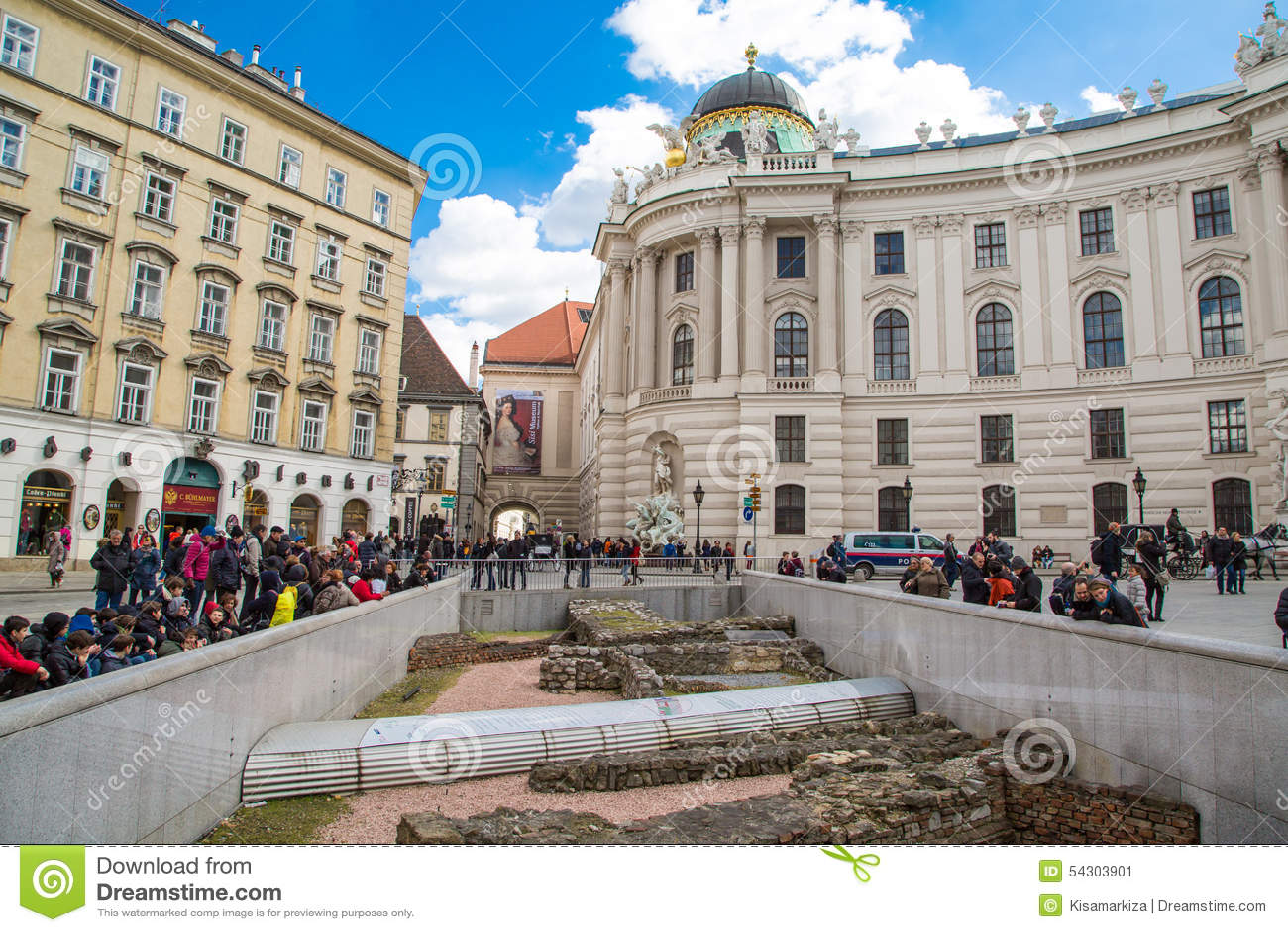 Michaelerplatz i Wien med romerskt och medeltida