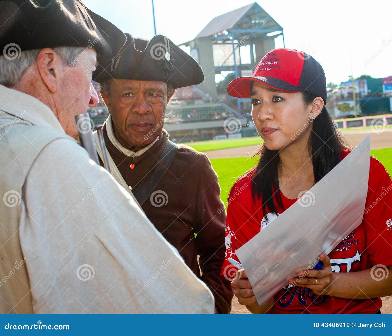 Michelle Kwan signe des autographes