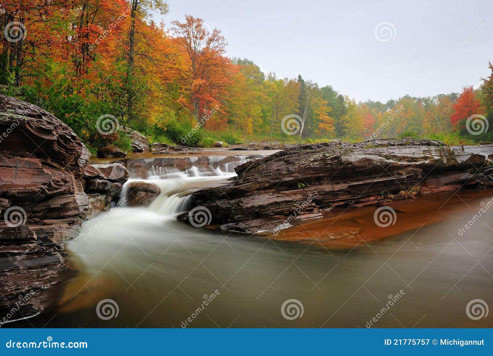 Michigan för höstguldgruvafalls vattenfall