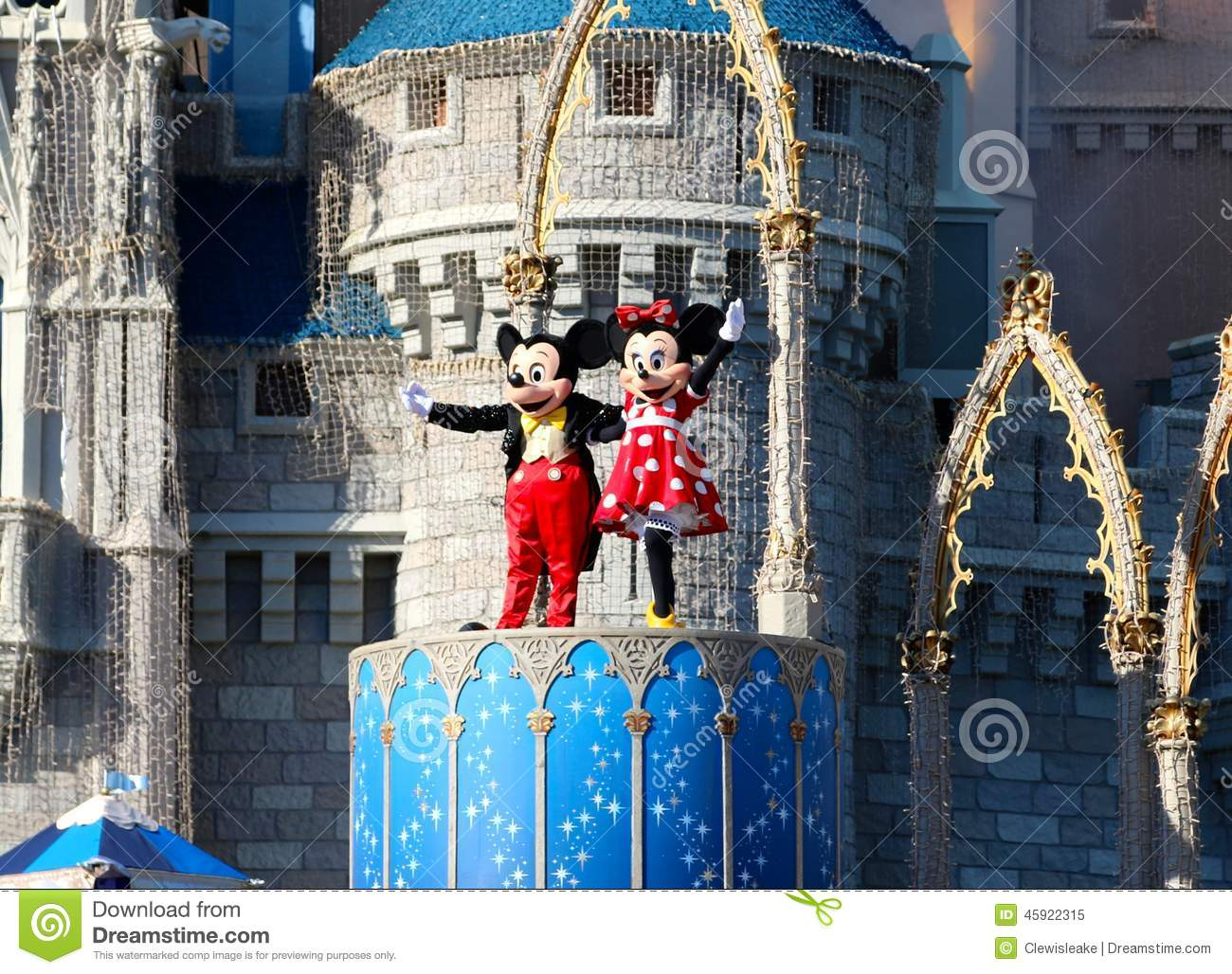 Mickey e Minnie Mouse na fase no mundo Orlando Florida de Disney