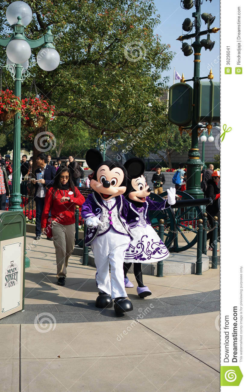 Mickey en Minnie Mouse in Disneyland