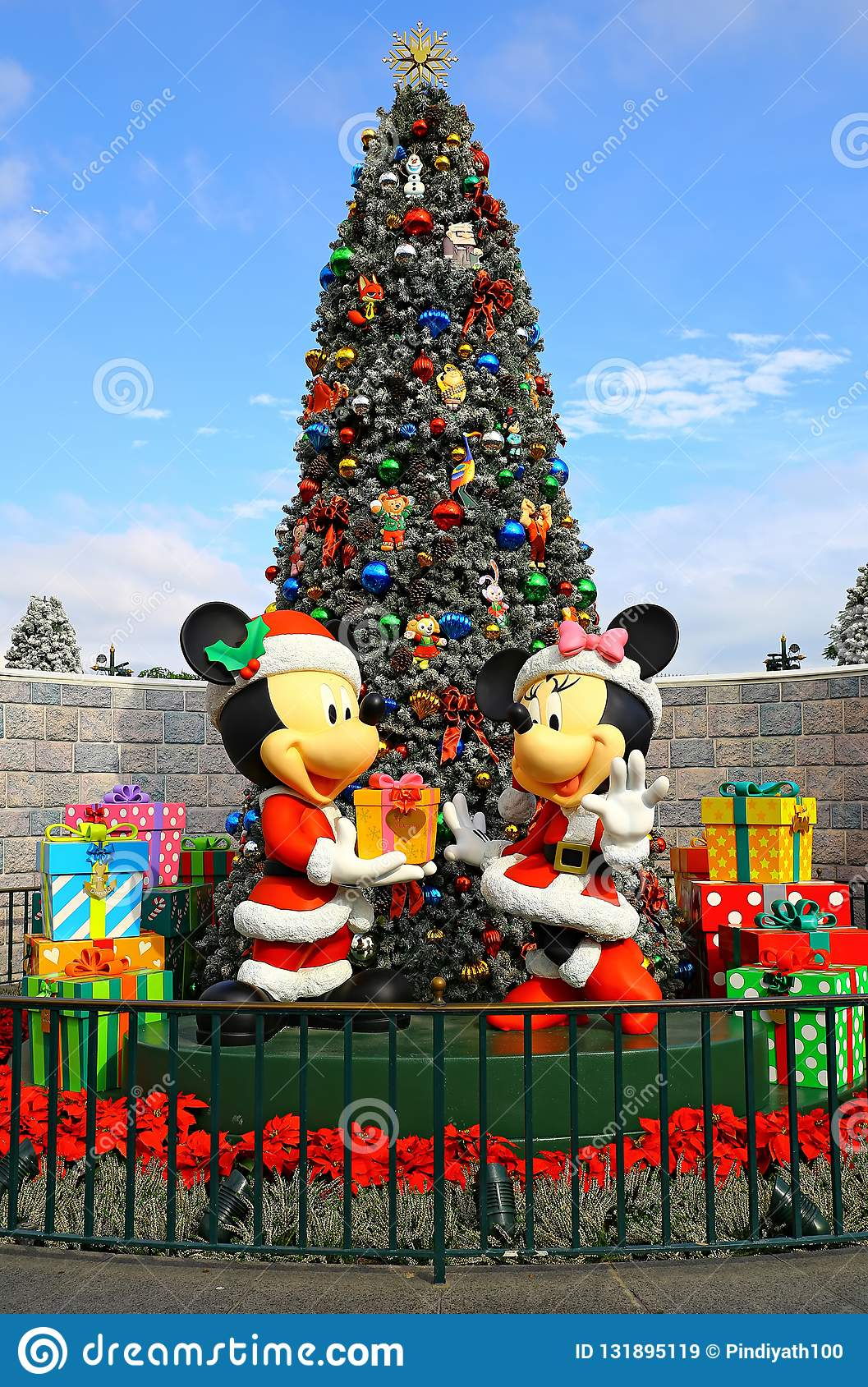 Christmas Minnie Mouse Disneyland.Mickey And Minnie Mouse Christmas At Disneyland Hong Kong