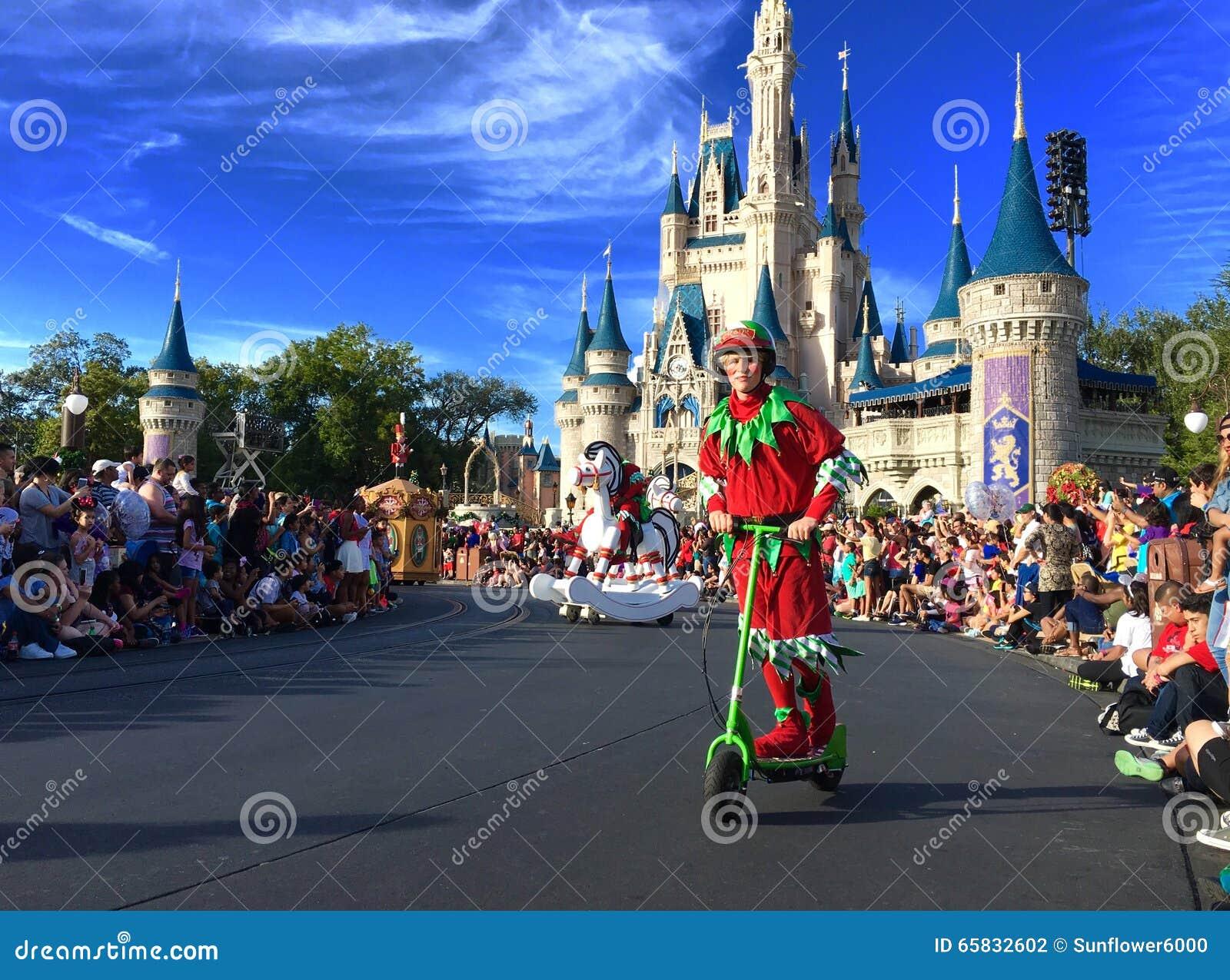 Disney Christmas Parade.Mickey S Very Merry Christmas Parade Party At Disney World