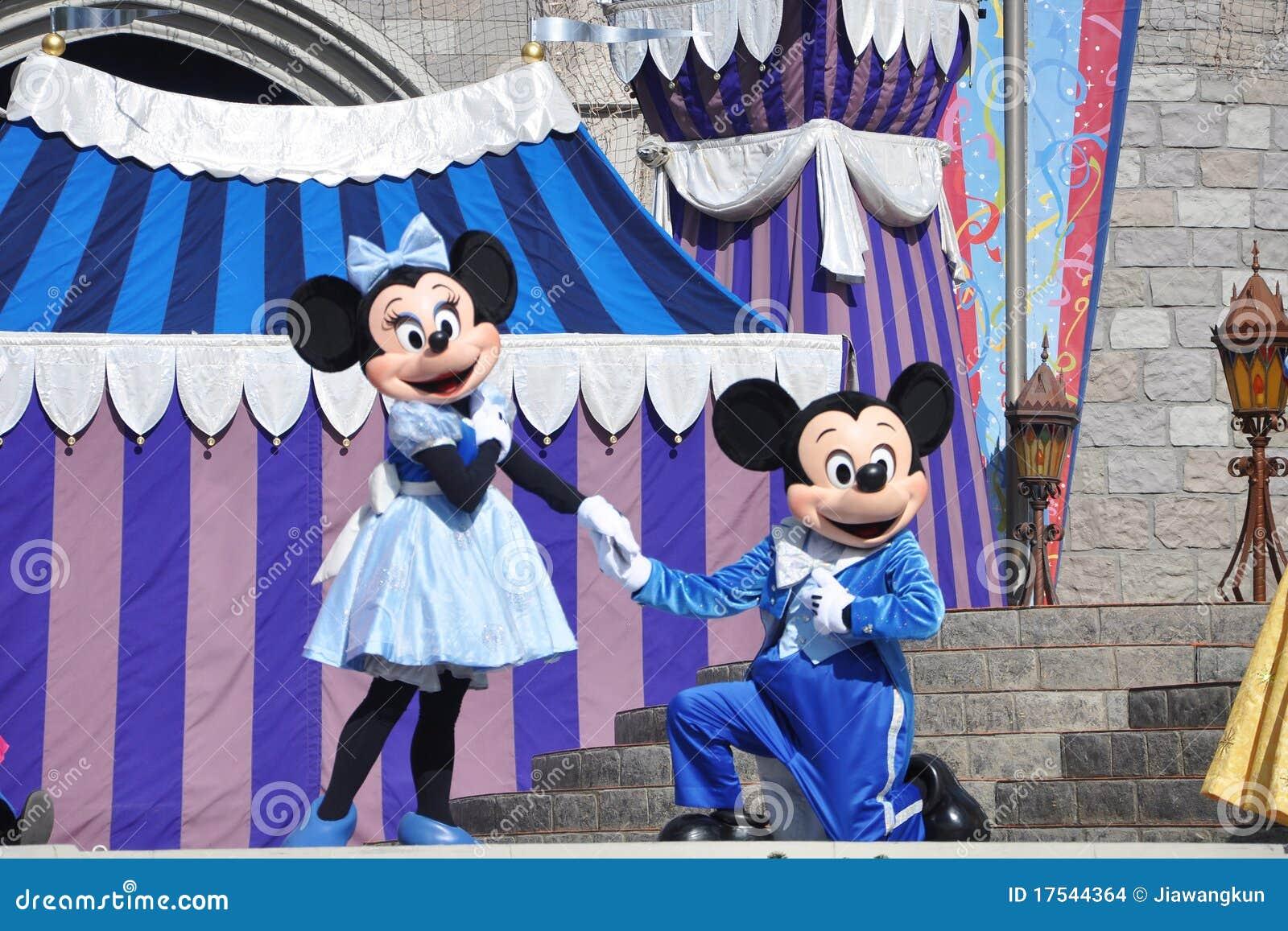 Mickey und Minnie Maus in der Disney-Welt
