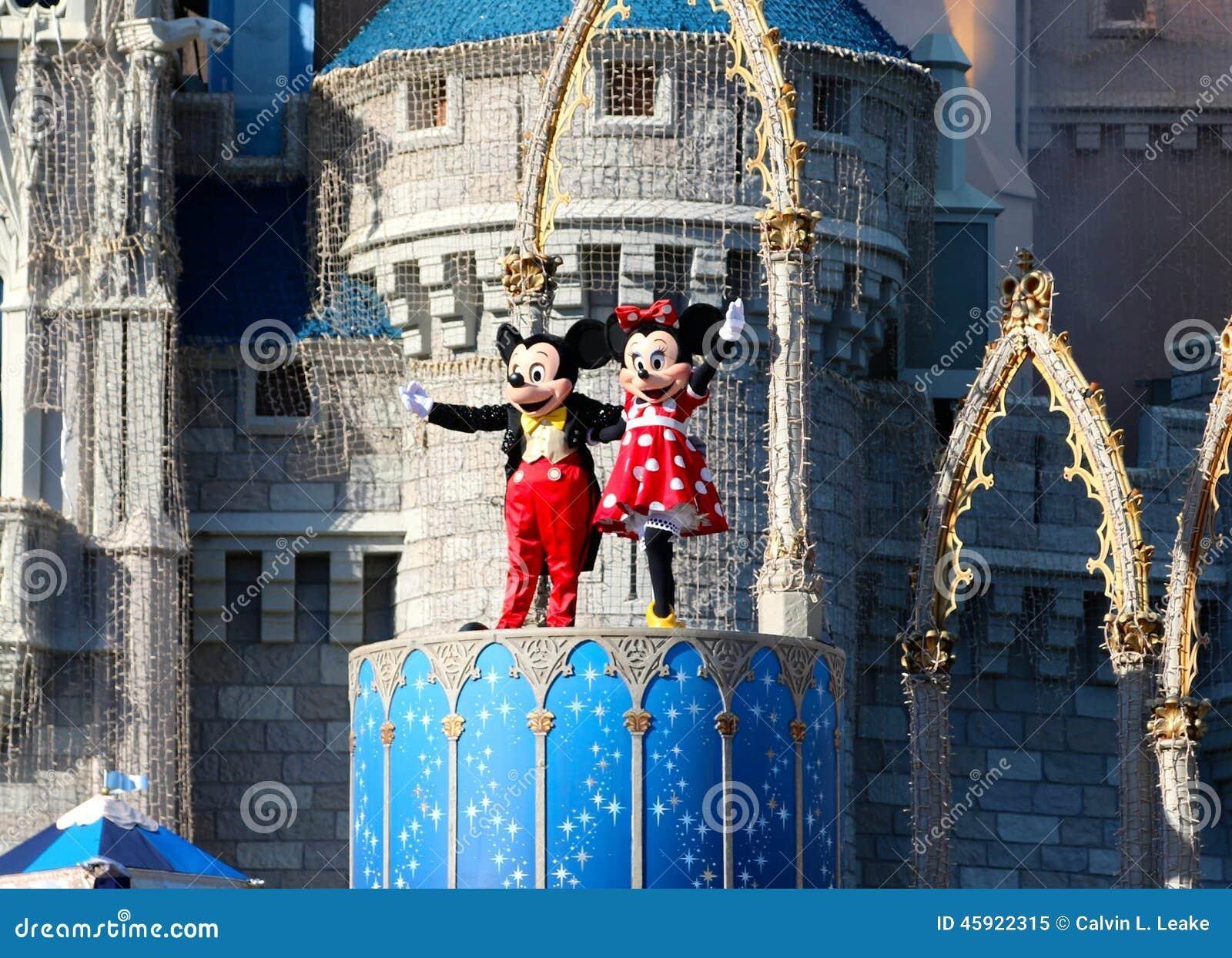 Mickey y Minnie Mouse en etapa en el mundo Orlando Florida de Disney