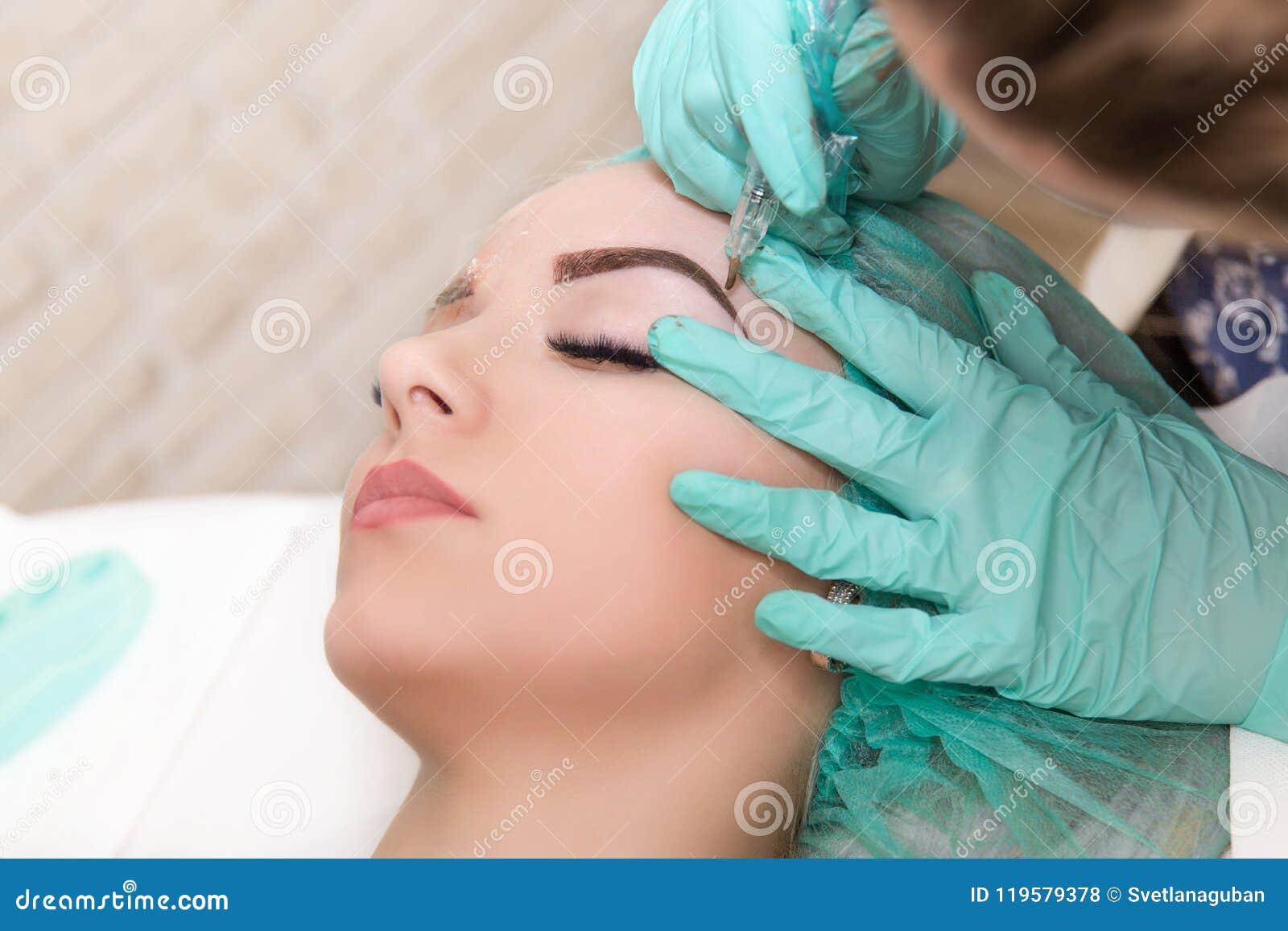 Microblading眼眉在美容院的工作流程