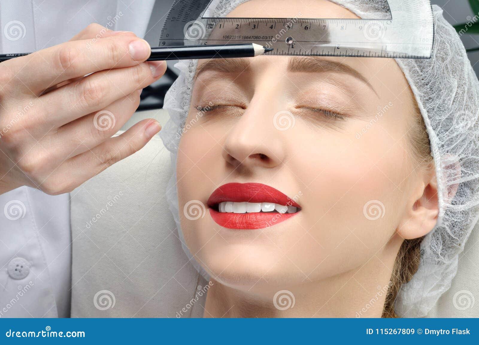 Microblading Maquillaje Permanente Mujer Atractiva Que Consigue