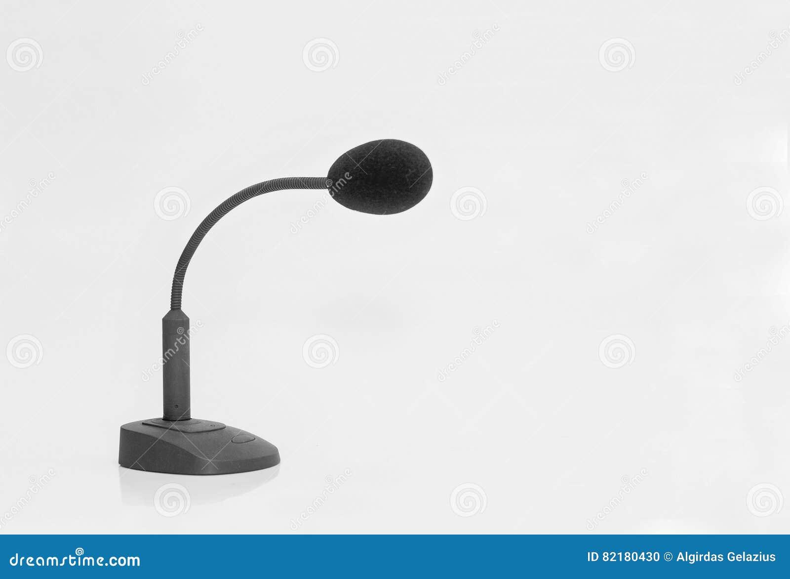 Microfone preto com com suporte e interruptor