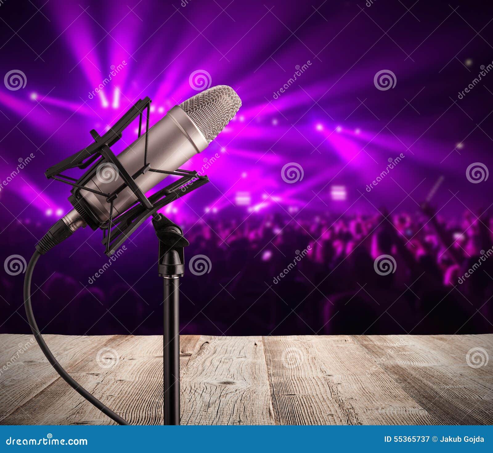 Microfono di canto sul concerto di musica