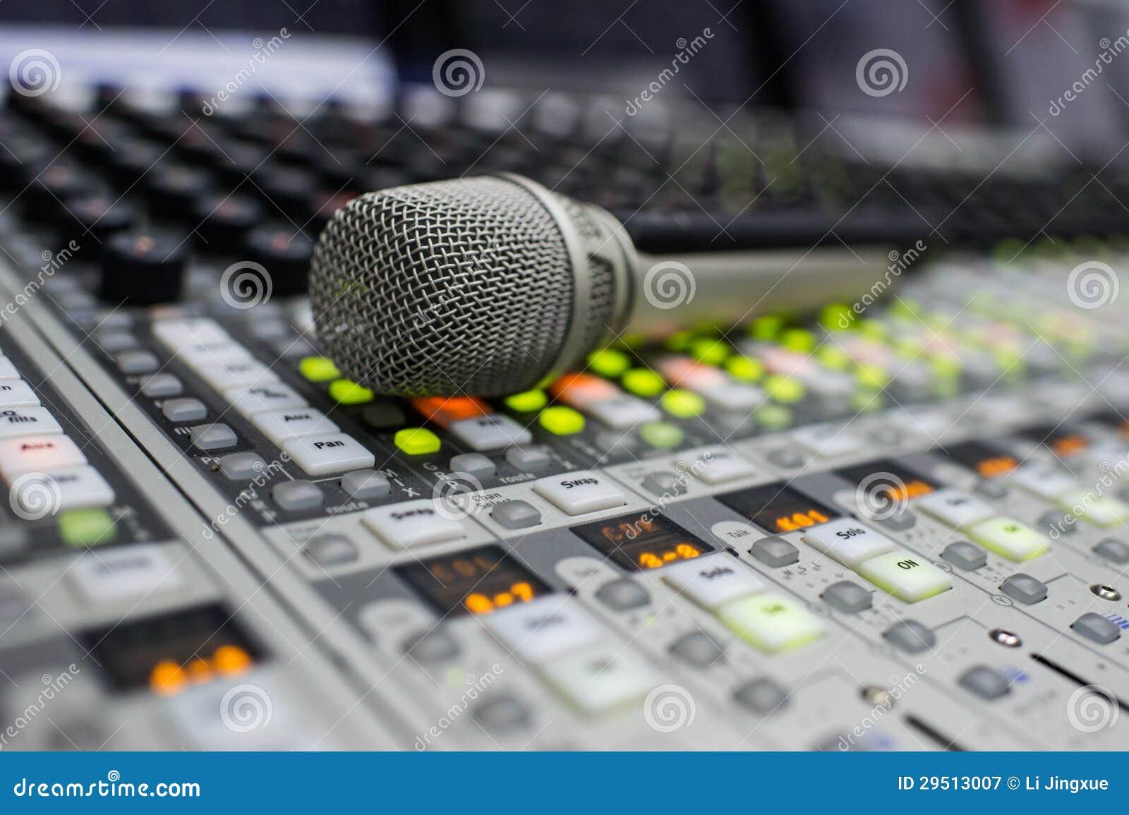 Microfoon en de Mixer van de Muziek