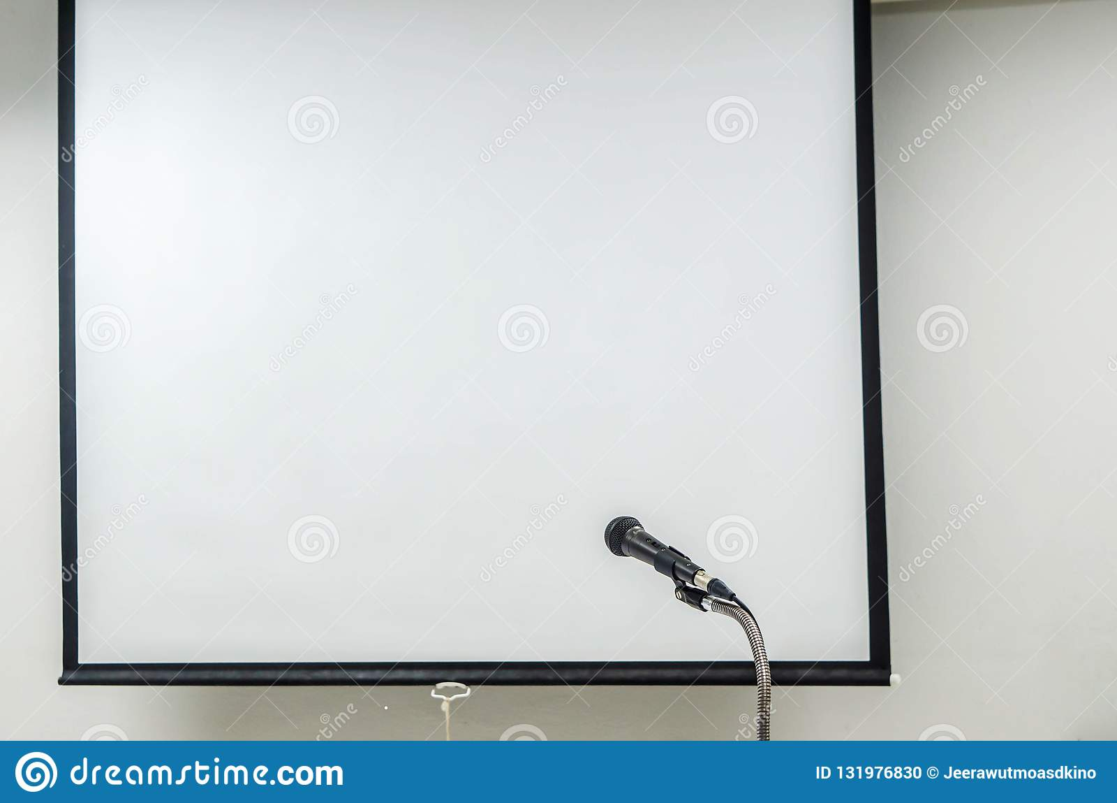 Microfoon met het projectorscherm