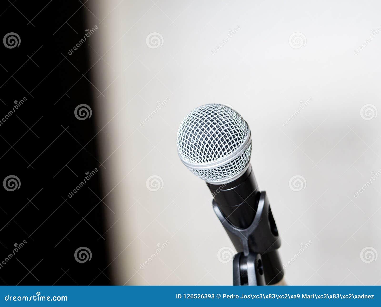 Microphone et support pour la conférence