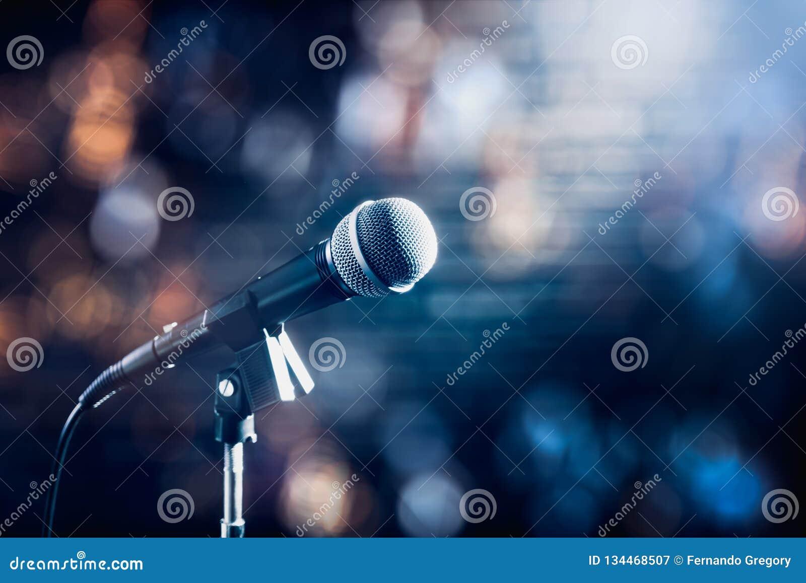 Microphone sur une étape