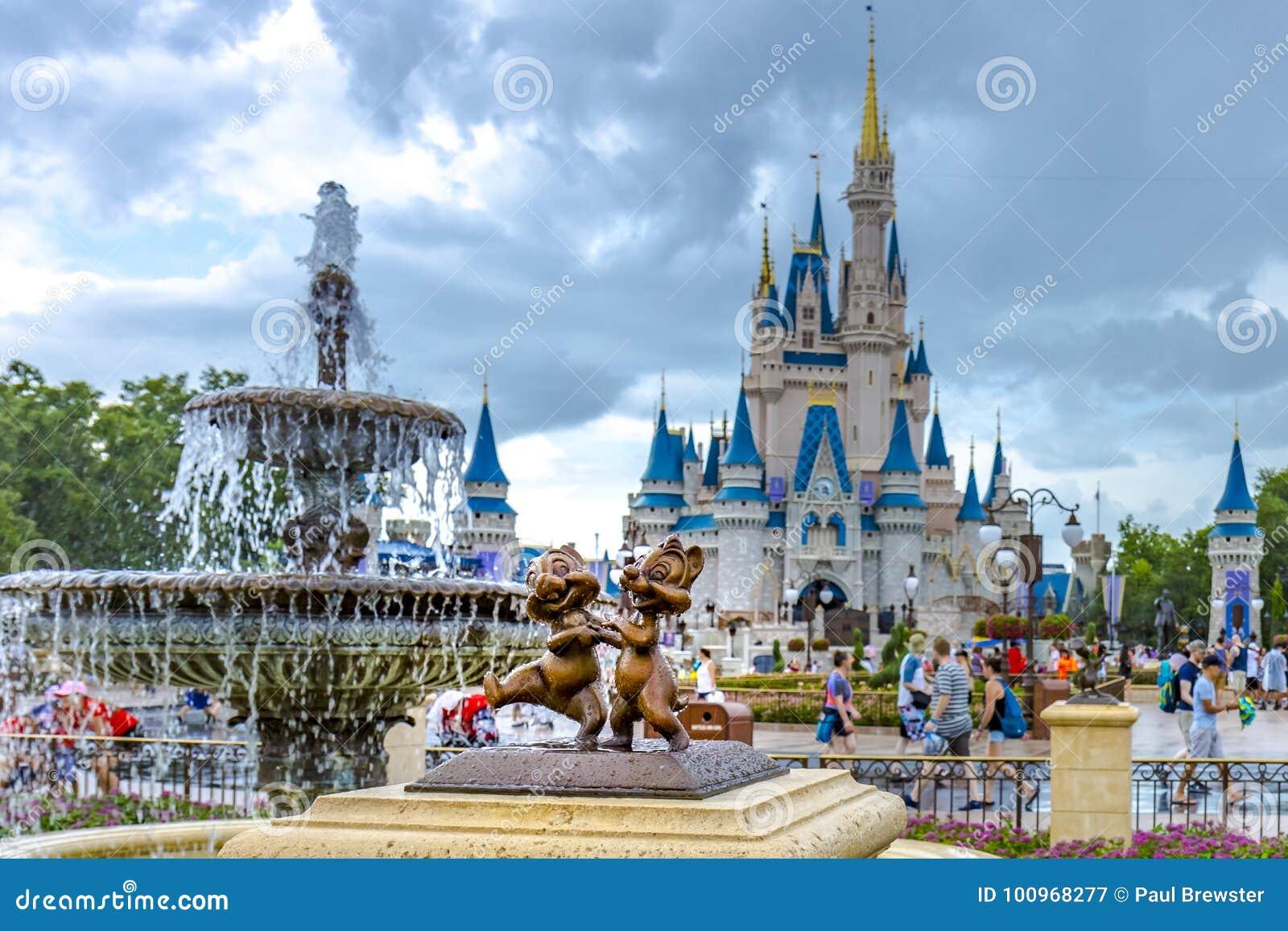 Microplaqueta de Orlando Florida Magic Kingdom do mundo de Disney e estátua do vale