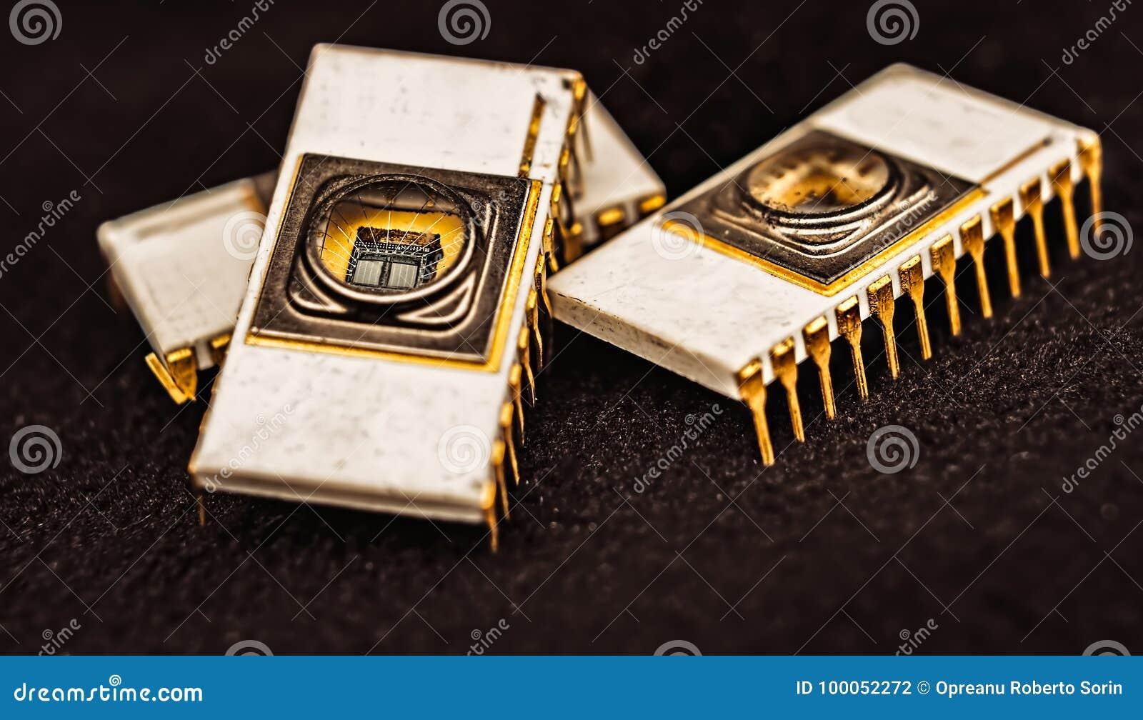 Microplaqueta eletrônica cerâmica branca velha EPROM