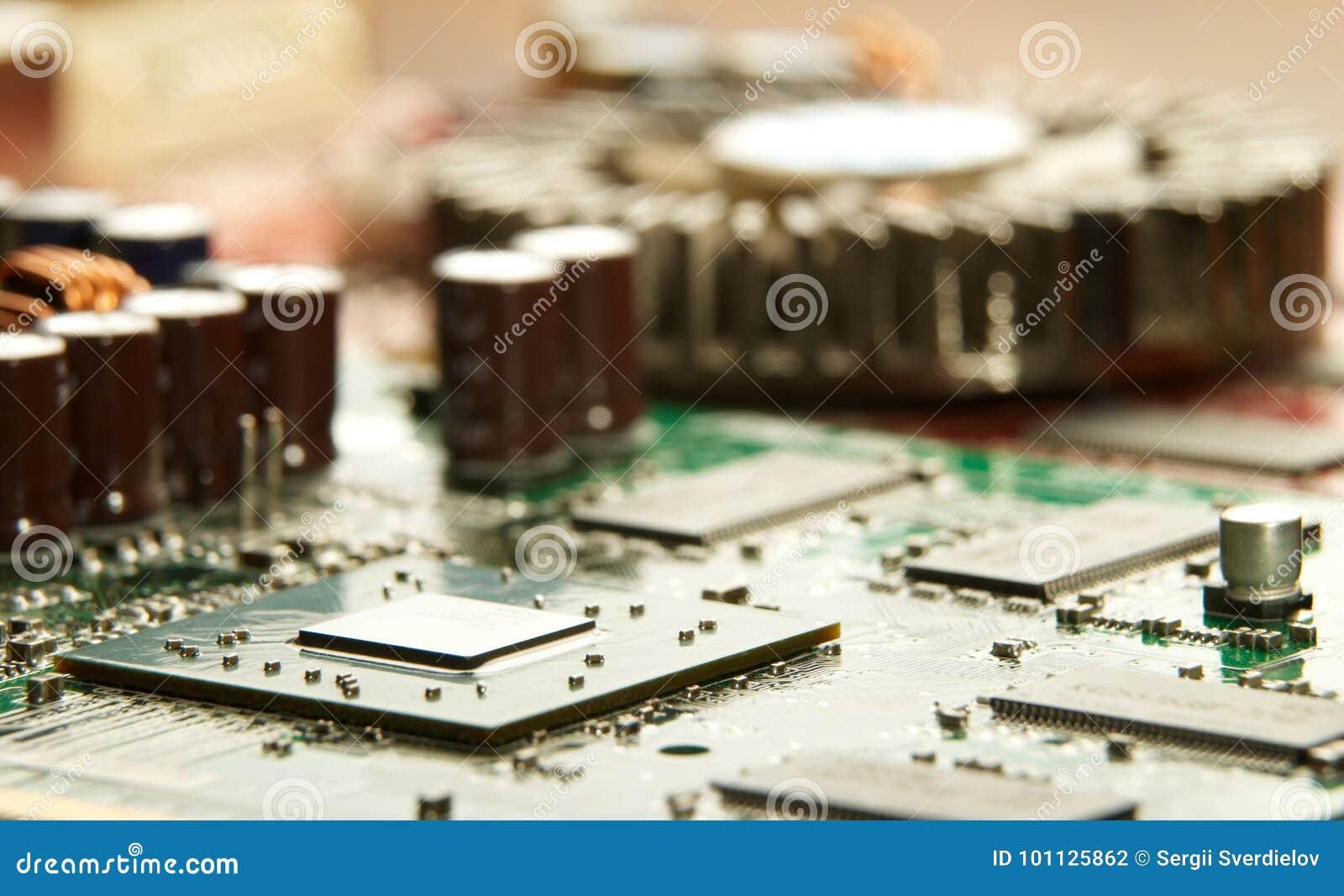 Microprocessador com fundo do cartão-matriz Circuito de microplaqueta da placa do computador Conceito de hardware da microeletrôn