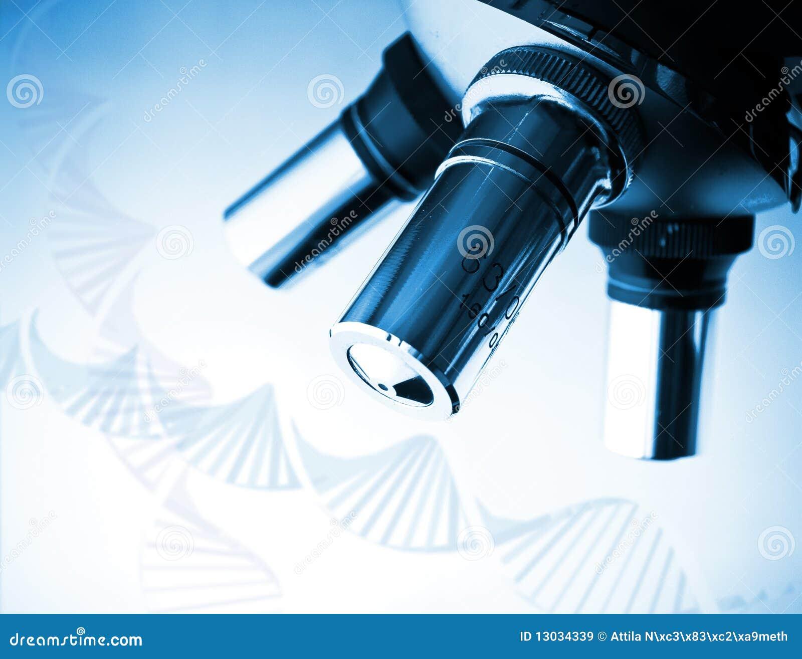 Microscoop en de molecule van DNA.