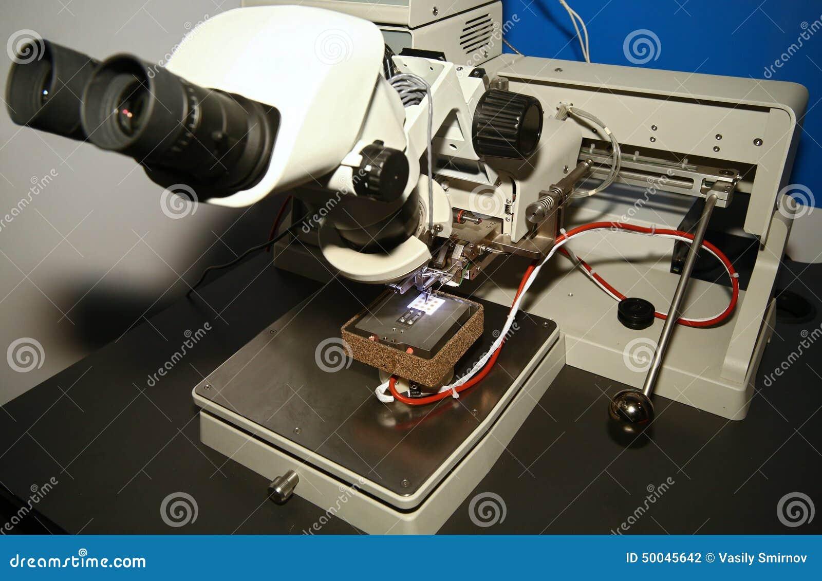 Microscope et carte PCB