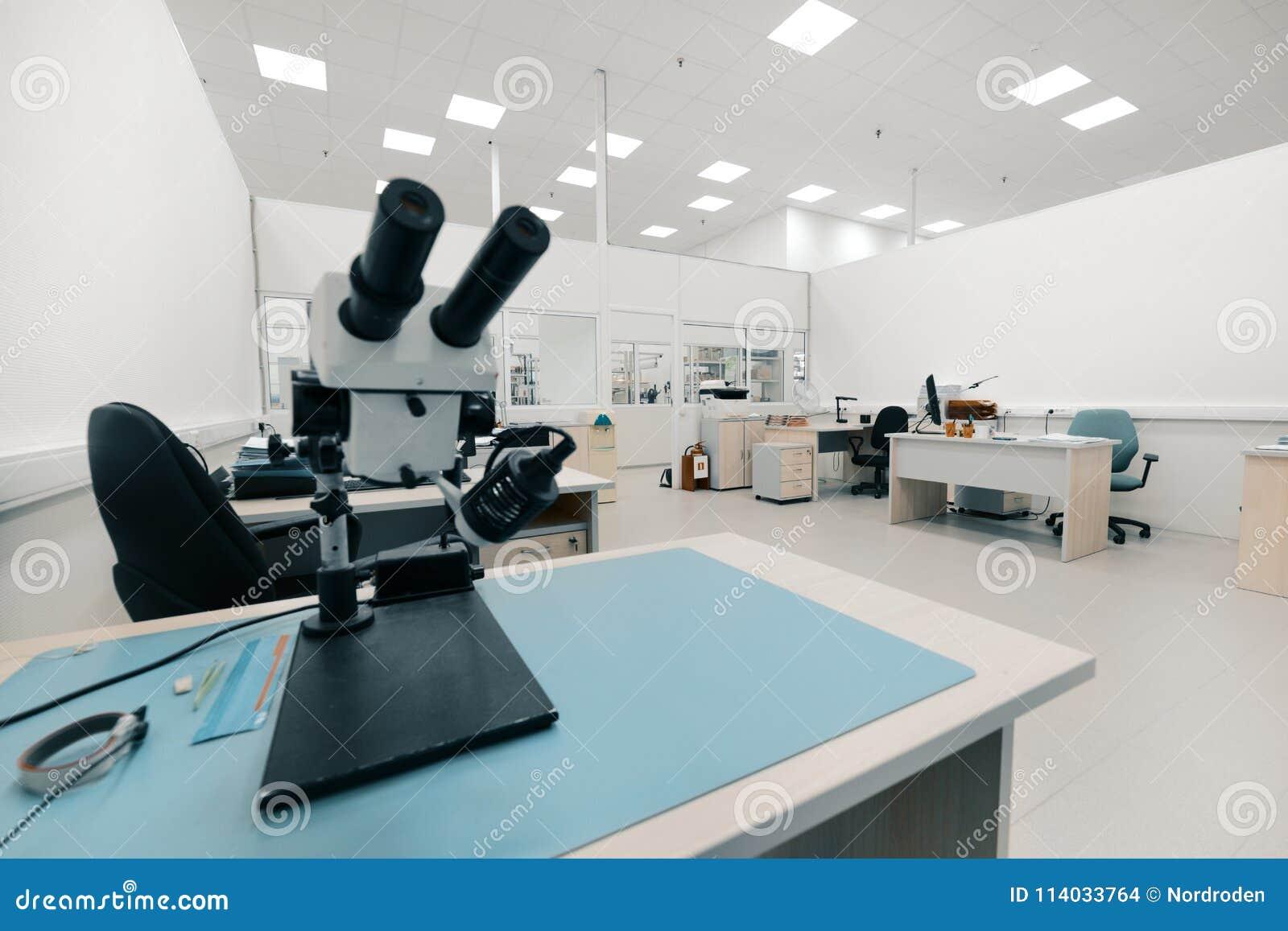 Microscopio ottico industriale Posto di lavoro per controllo di qualità dei circuiti elettronici