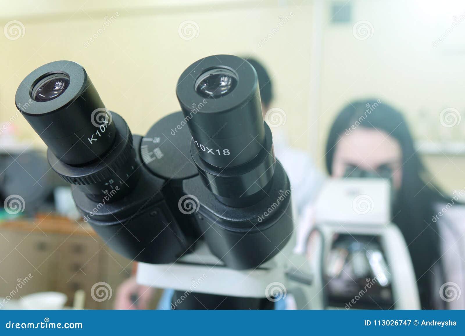 Microscopios en el laboratorio Investigación científica