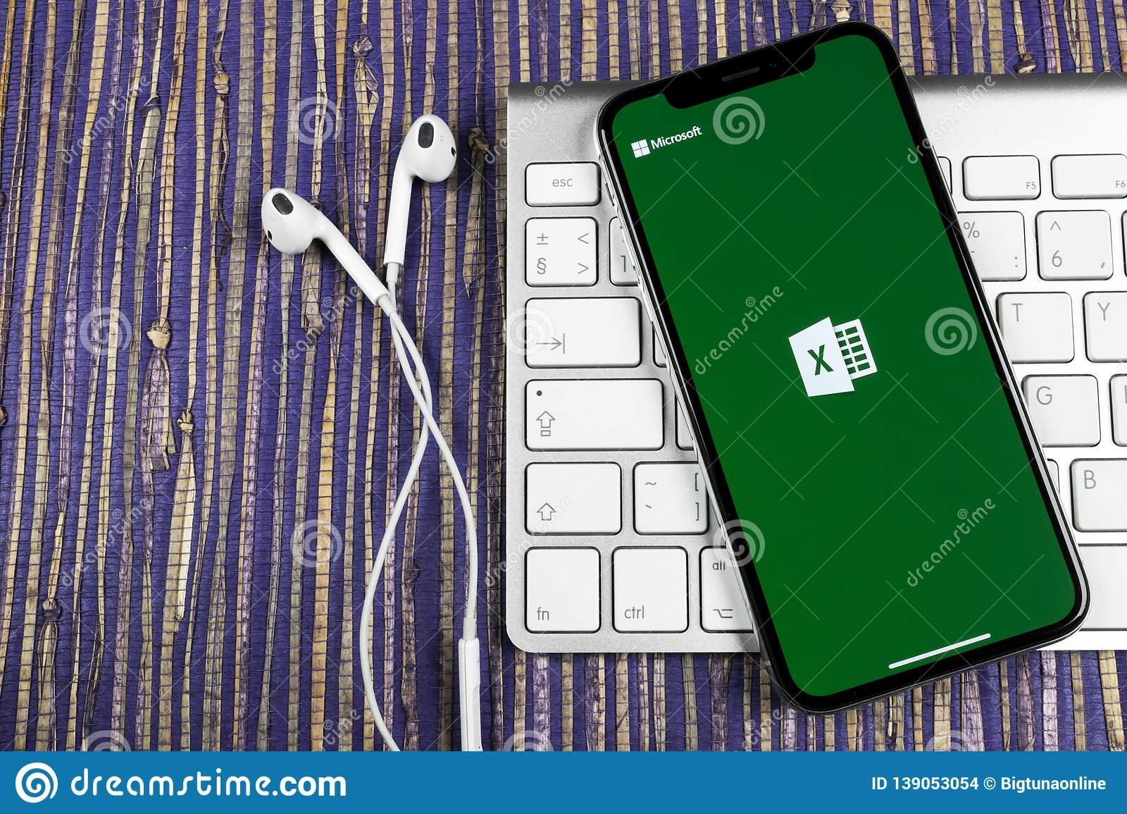 Microsoft Excel application icon on Apple iPhone X screen close-up. Microsoft office Excel app icon. Microsoft office on mobile ph