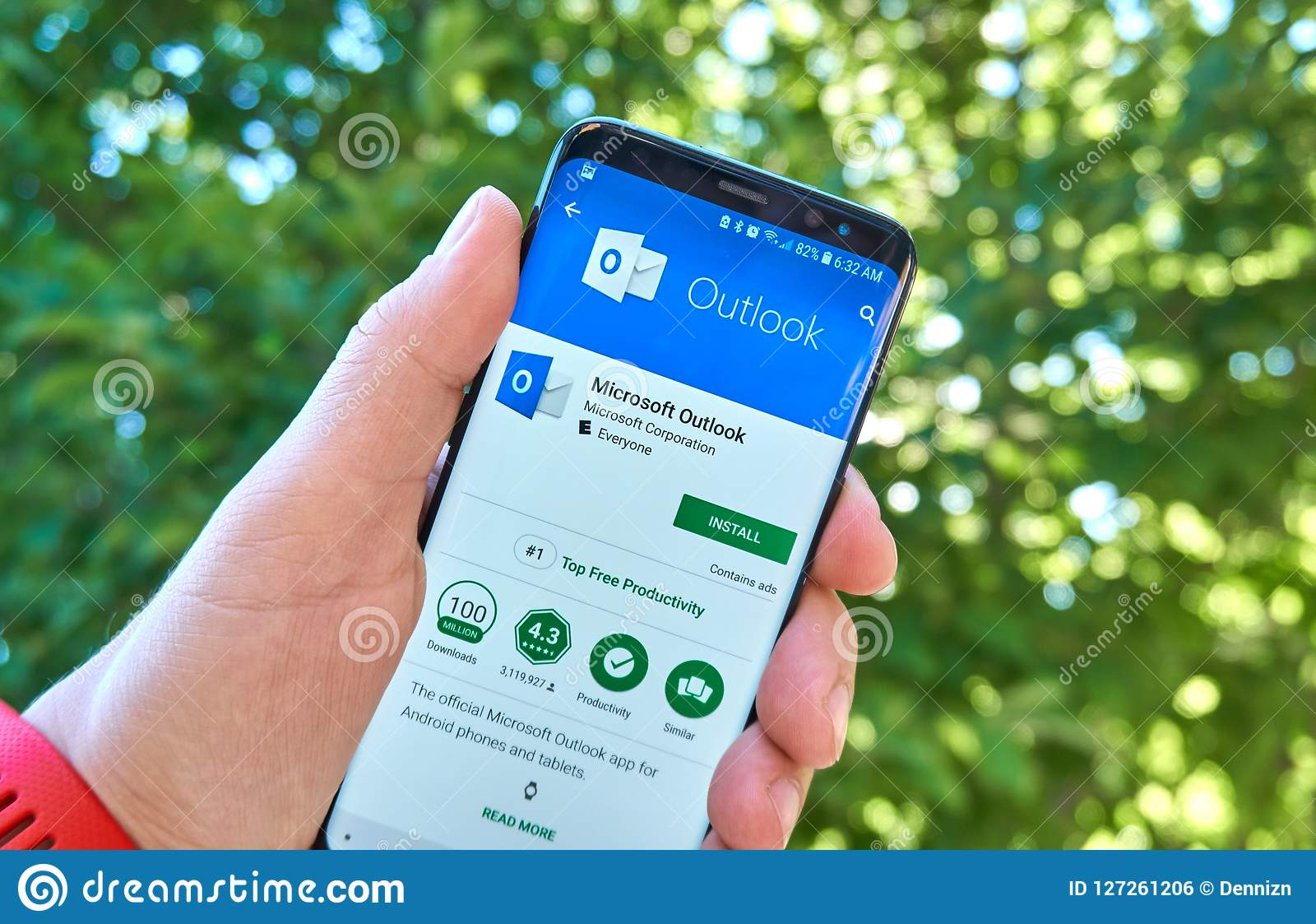 Microsoft Outlook Mobile App On Samsung S8  Editorial Photo - Image