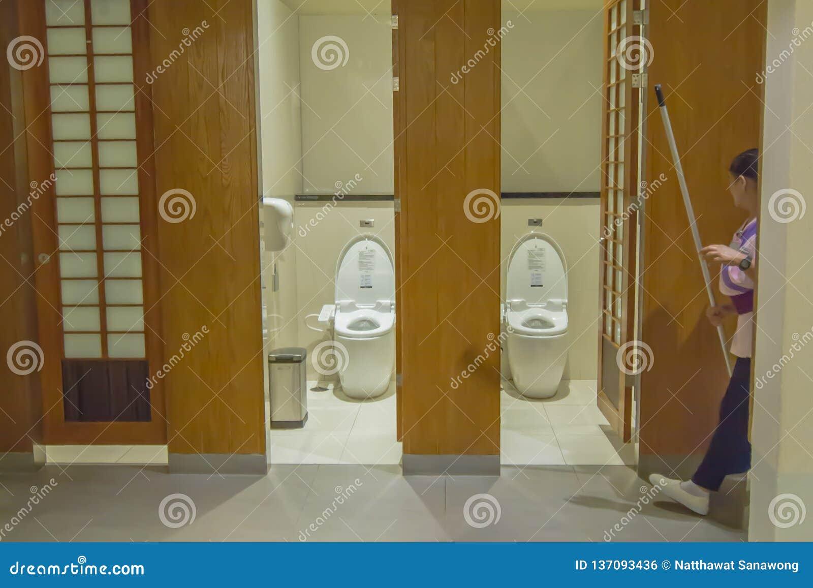 Mictórios no toalete