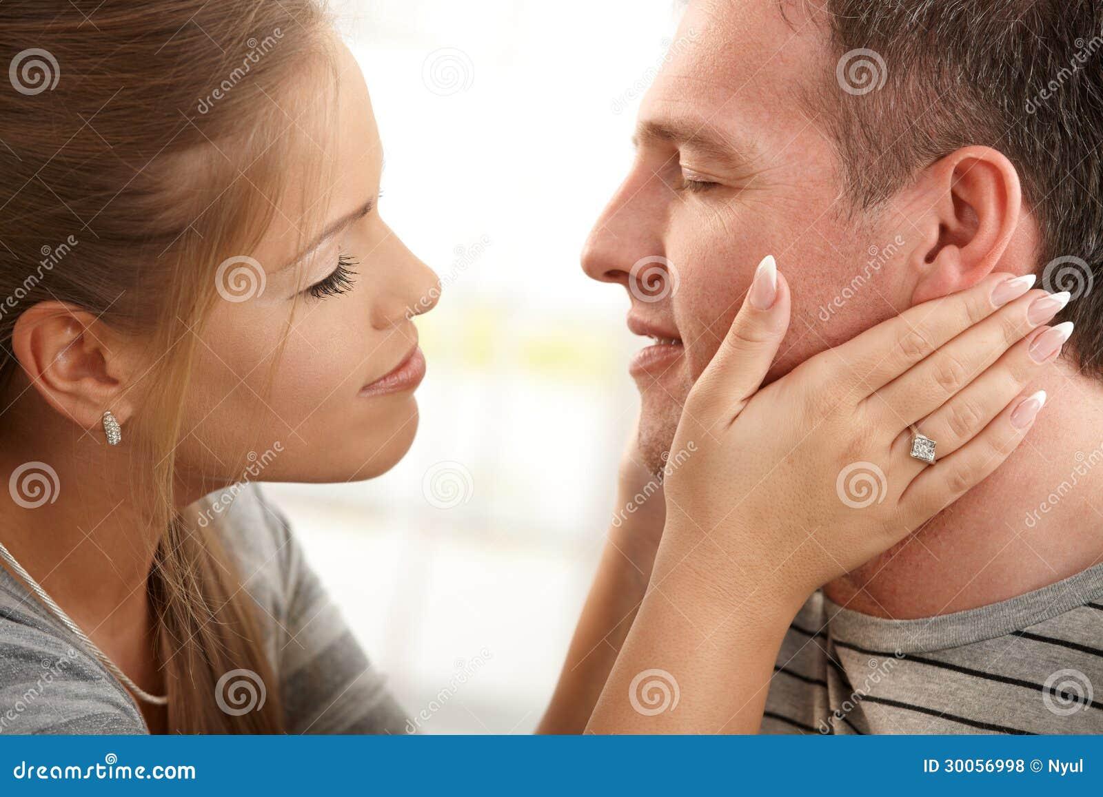 women naked kiss men