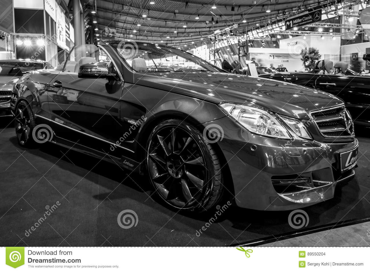 Modern new luxury mercedes benz 4 4 transportation for Best time of year to buy a mercedes benz