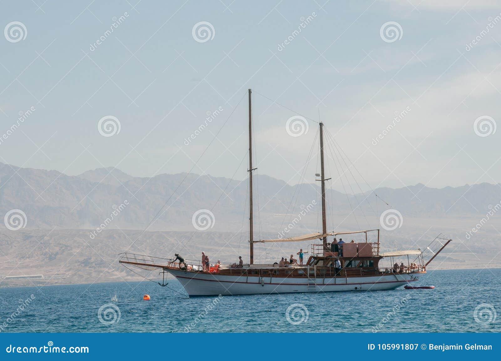 Middag en yacht i Röda havet