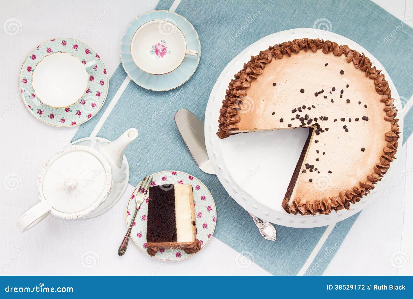 Middagthee en cake