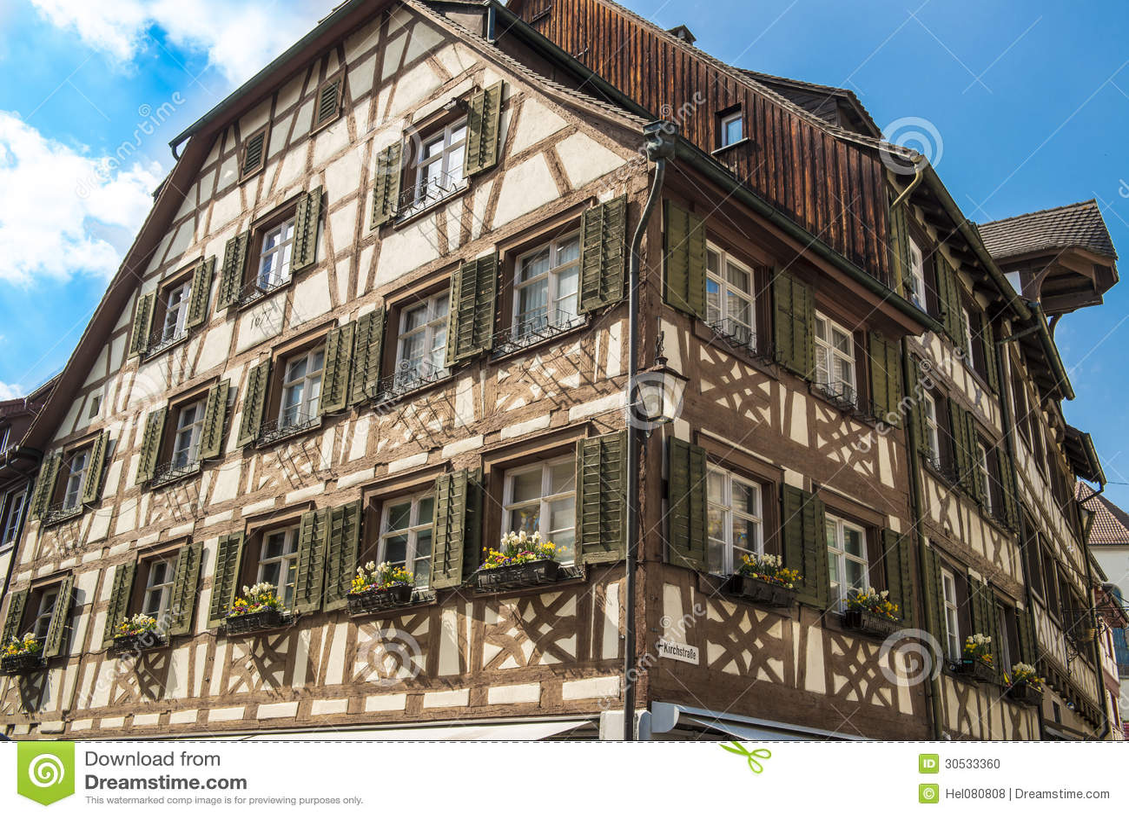 Middeleeuws helft hout huis stock foto afbeelding 30533360 - Fotos van eigentijds huis ...