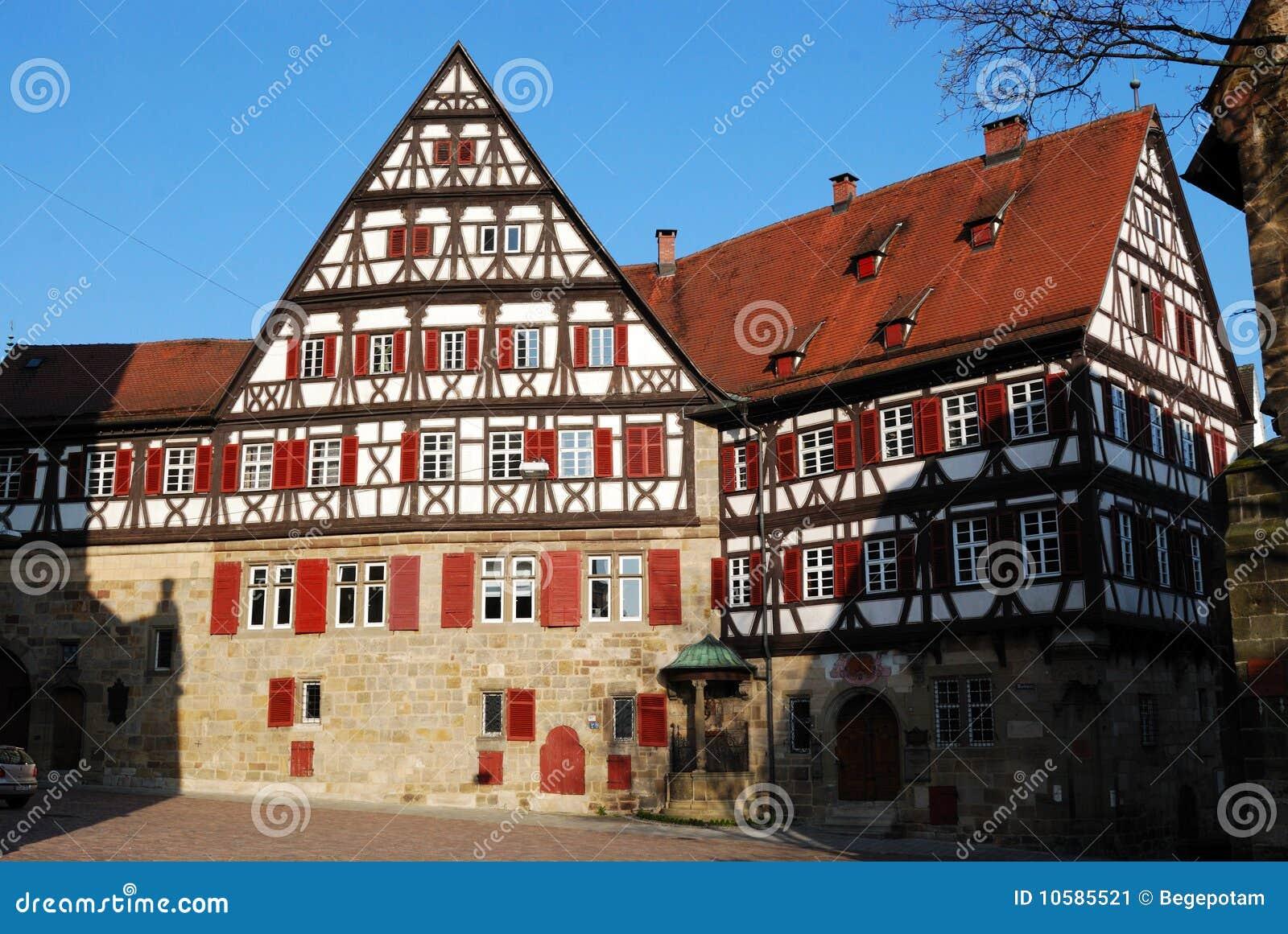 Middeleeuws huis in stuttgart esslingen stadscentrum stock afbeelding afbeelding 10585521 - Foto huis in l ...
