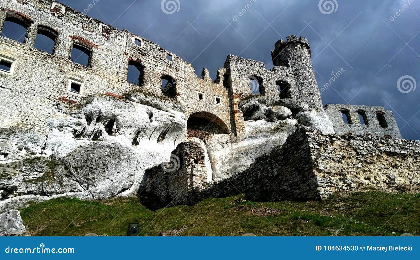 Download Middeleeuws kasteel stock foto. Afbeelding bestaande uit silesië - 104634530