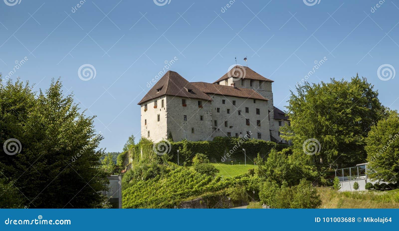 Middeleeuws kasteel in Bludenz, Oostenrijk