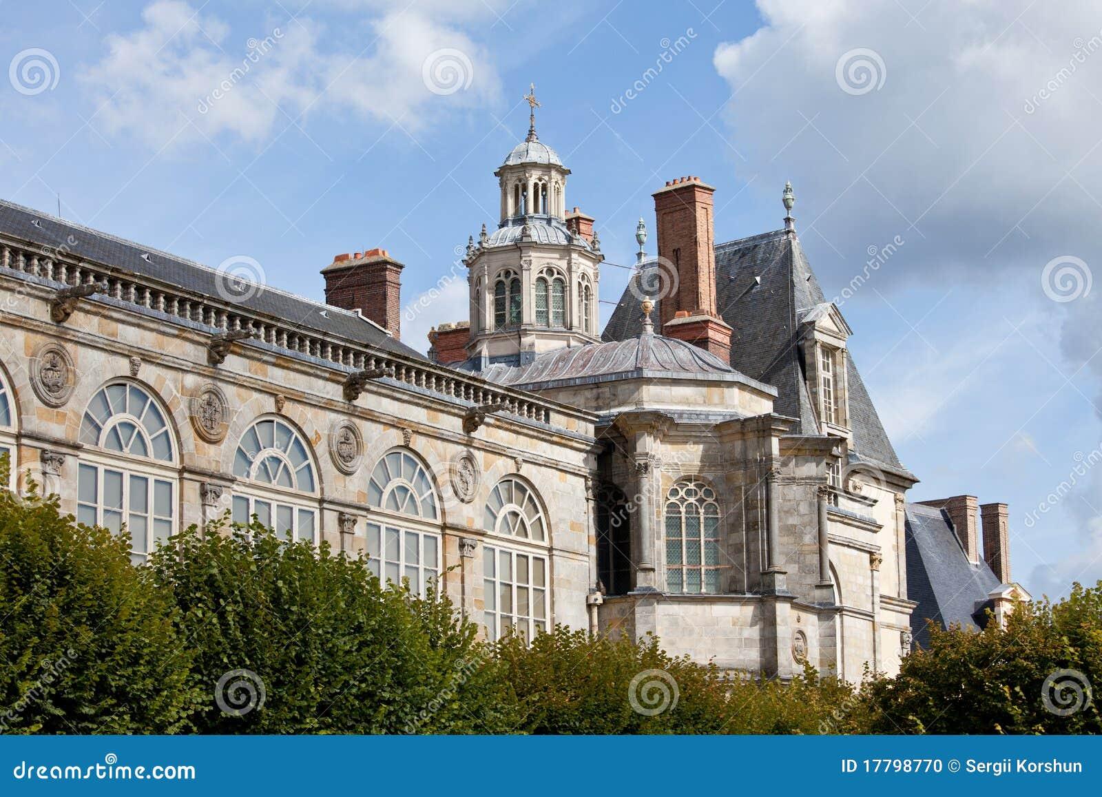 Middeleeuws koninklijk kasteel Fontainbleau dichtbij Parijs