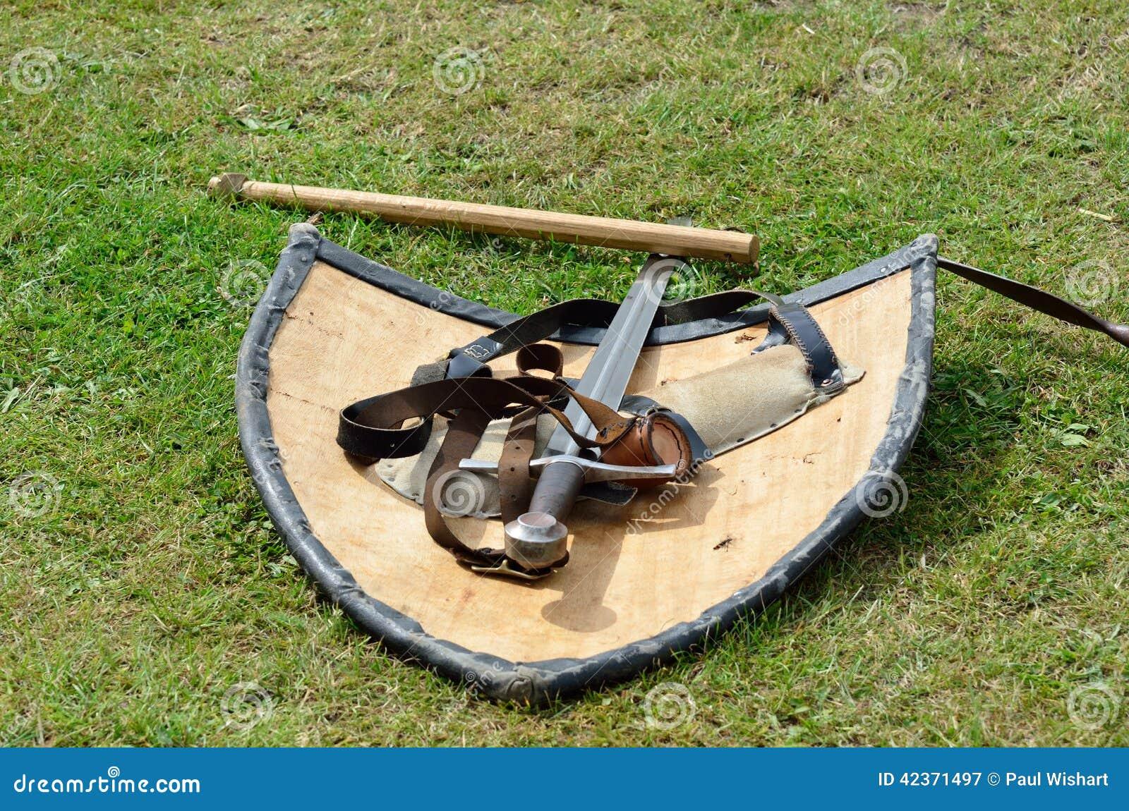 Middeleeuws zwaard en schild