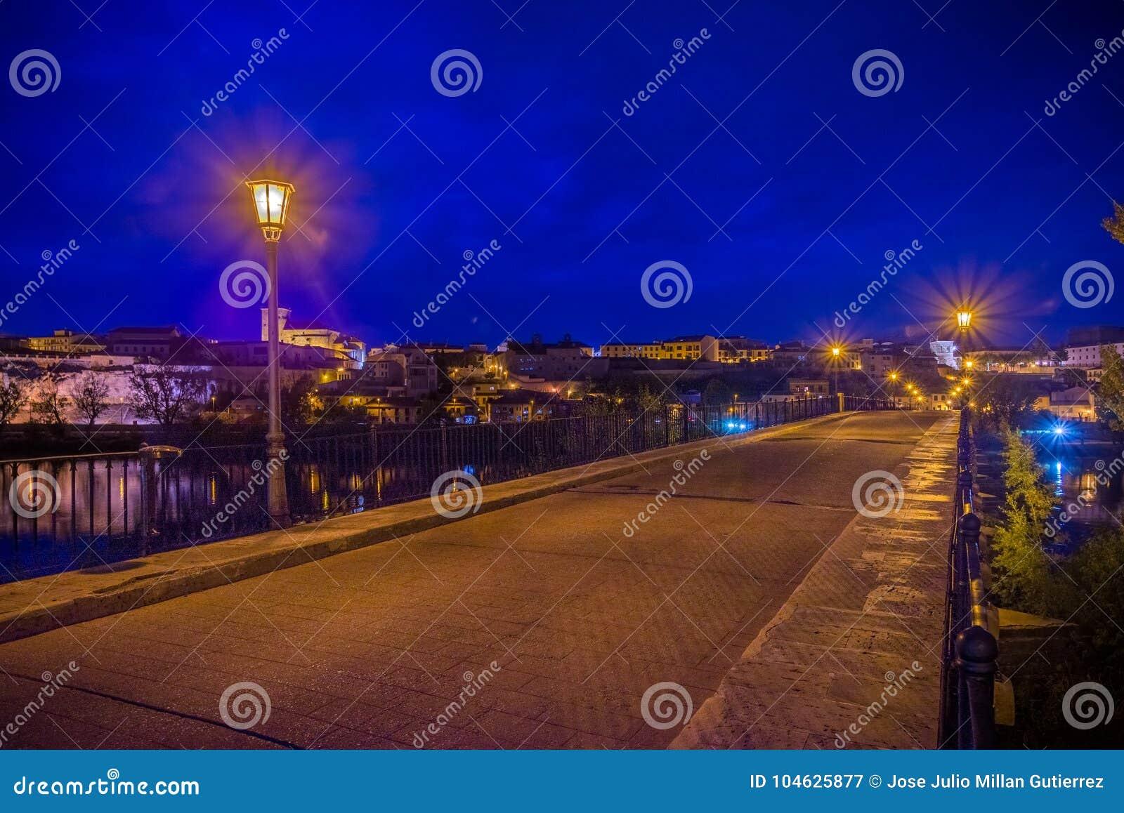 Download Middeleeuwse En Historische Stad In Het Centrum Van Spanje Stock Afbeelding - Afbeelding bestaande uit mensen, art: 104625877