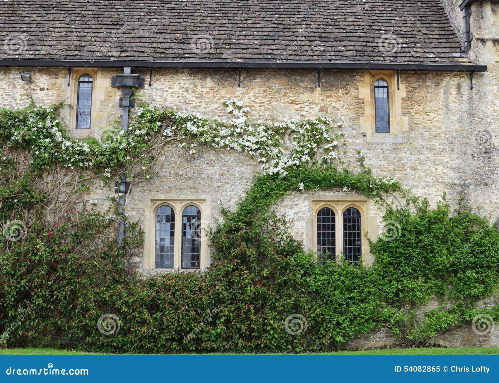 Middeleeuwse Engelse Manor en Tuin