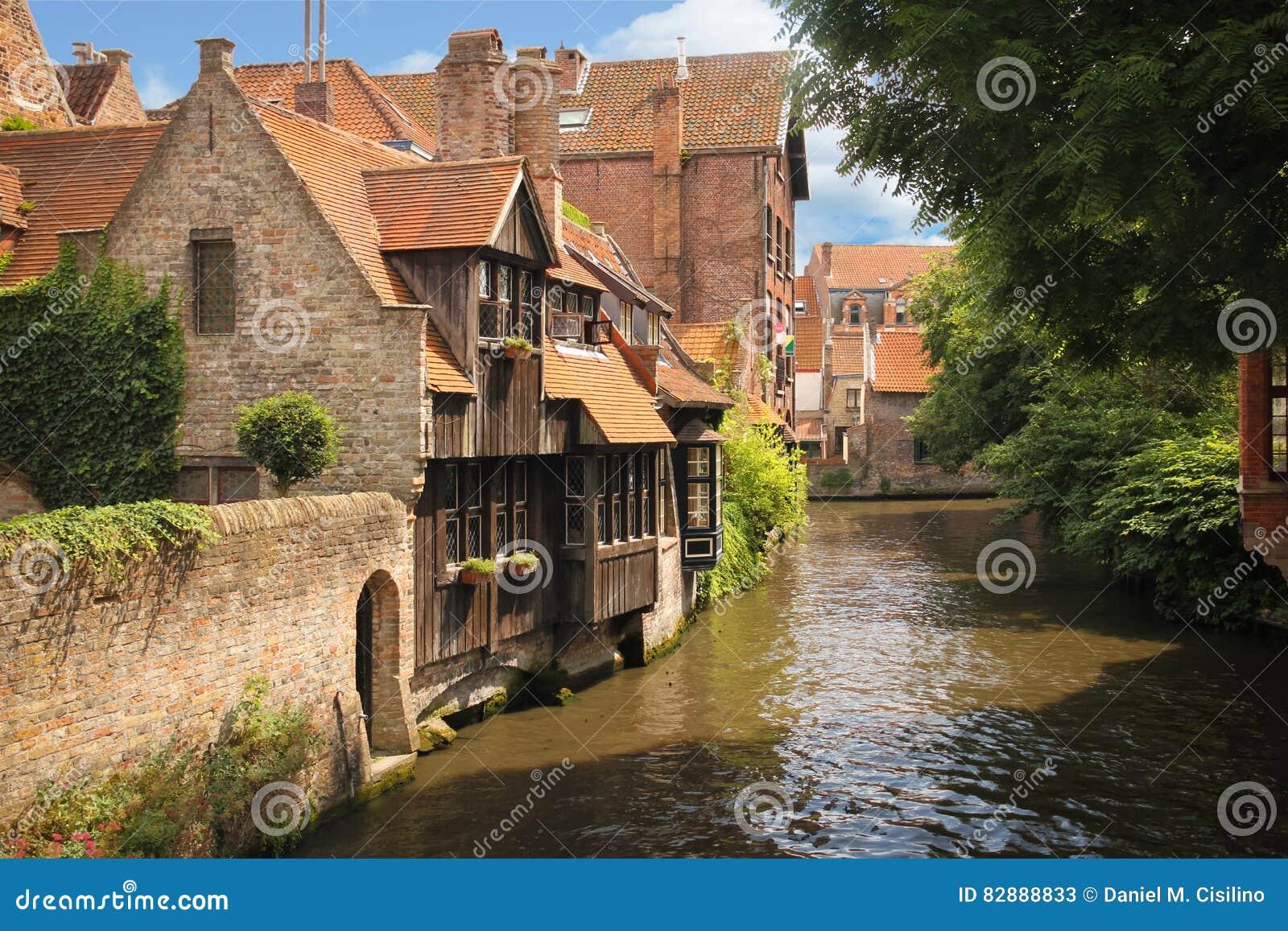 Middeleeuwse gebouwen langs de kanalen Brugge belgië