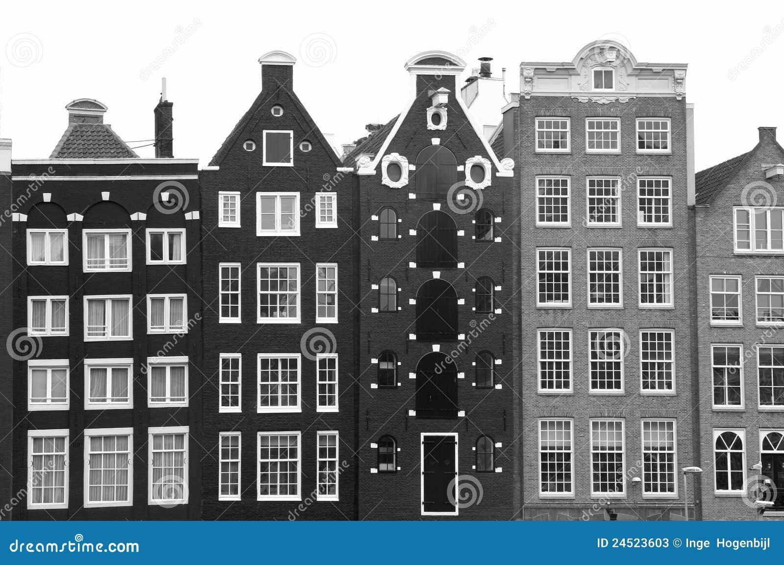 Middeleeuwse Kanaalhuizen In Amsterdam In Zwart-wit Stock Foto's ...