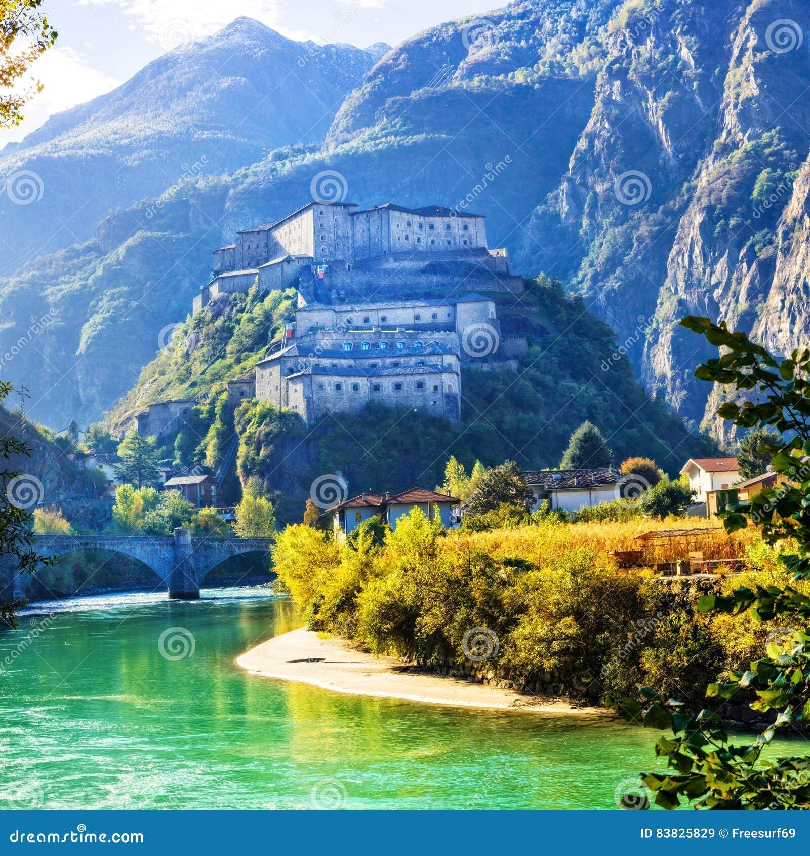 Middeleeuwse kastelen van itali bard vesting in valle d for Arredo bagno valle d aosta