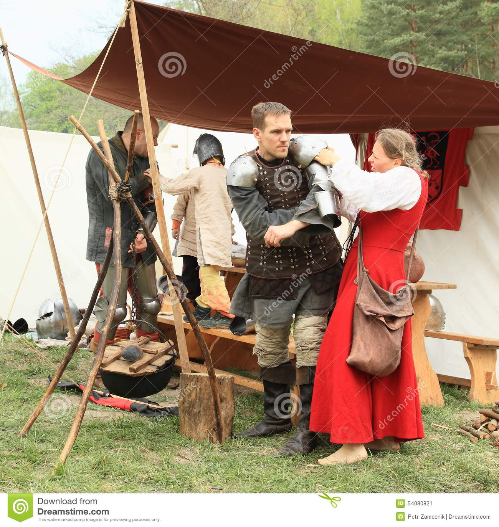 Middeleeuwse militairen die klaar voor slag worden