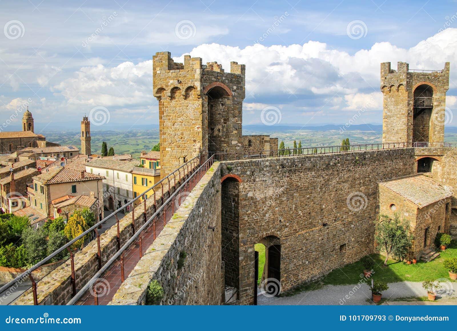 Middeleeuwse Montalcino-Vesting in Val D ` Orcia, Toscanië, Italië